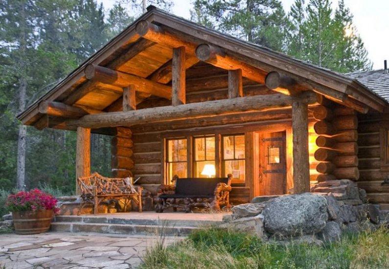 Уютный и красивый сруб в лесу - фото: http://yeshouse.ru/derevyannye-doma/18-uyutnyy-i-krasivyy-srub-v-lesu.html