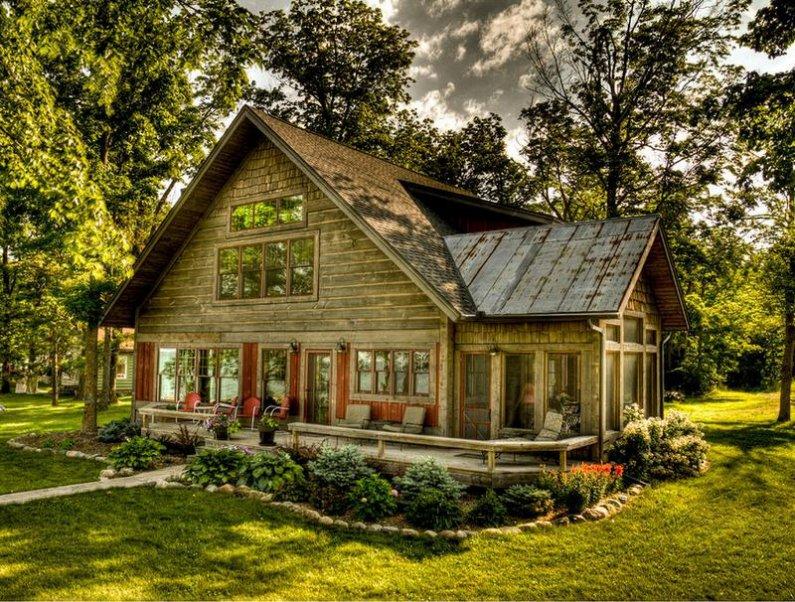 Красивый деревенский дом - очарование загородной жизни