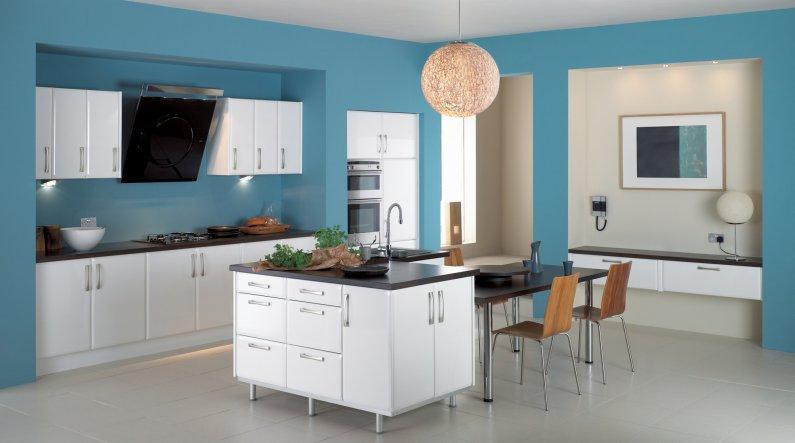 Современная кухня в голубых тонах