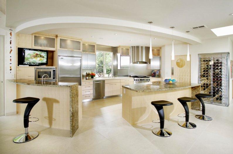 Современная кухня с использованием натуральных материалов в отделке