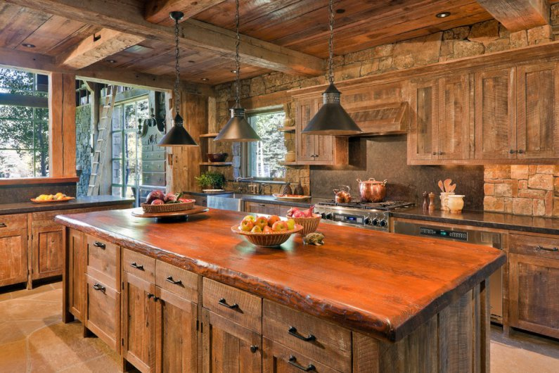преобладание деревянных элементов