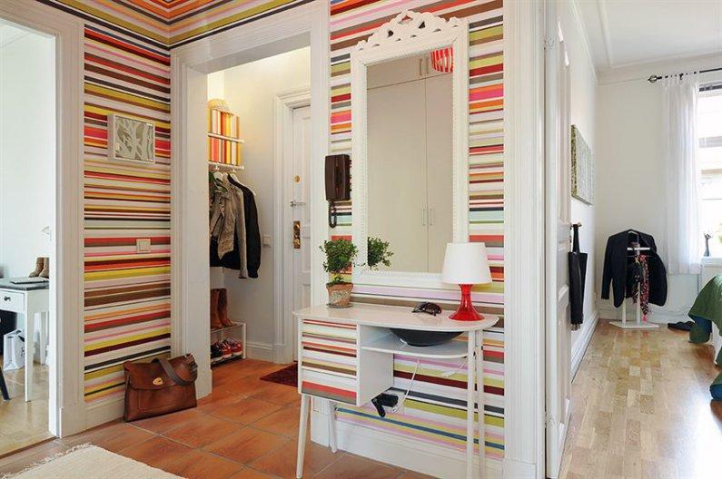 Броские обои в дизайне современной гостиной