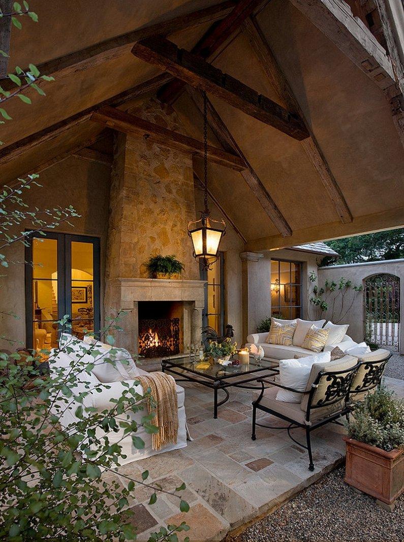 Фото террасы с камином в американском доме