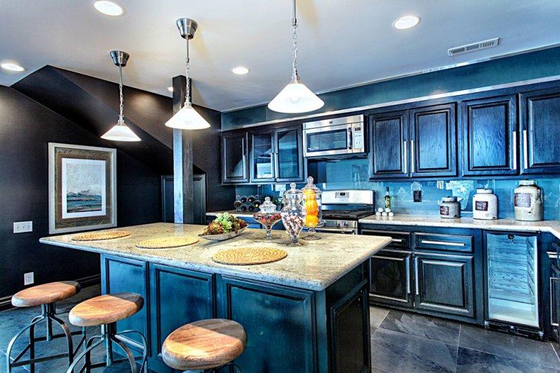 Фото интерьера кухни в синем цвете