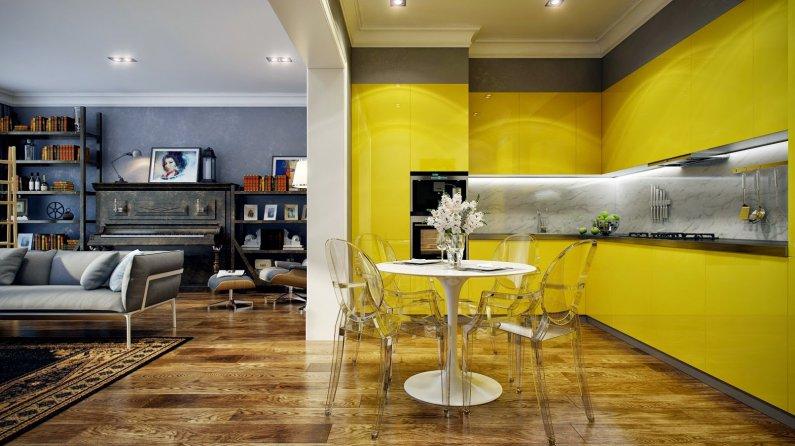 Кухня желтого цвета совмещена с синей гостиной