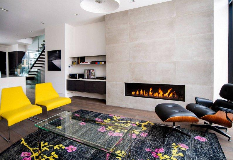 Современная гостиная с яркими цветовыми акцентами