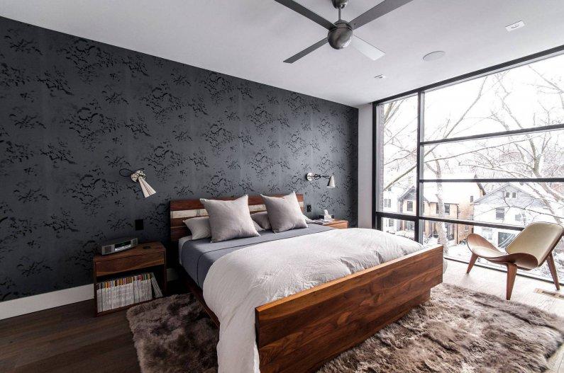 Спальня с окном во всю стену