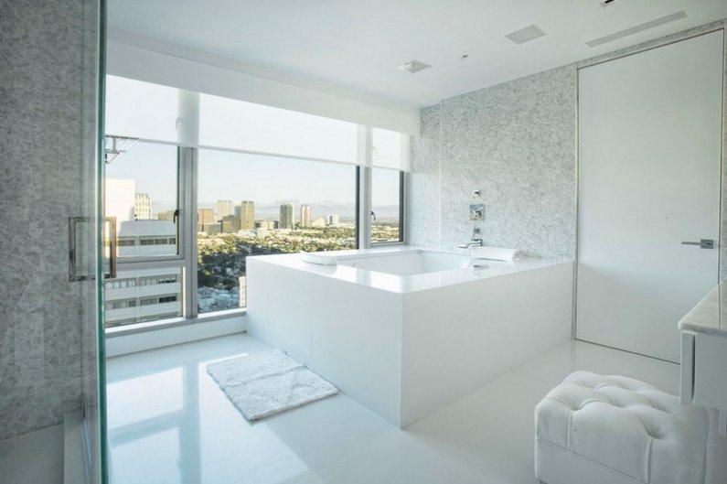 Ванная комната - светлая и просторная