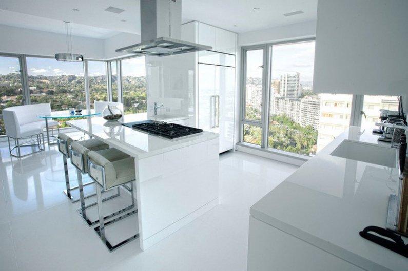 Панорамное остекление в кухне